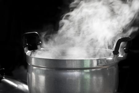 steel pan: vapor en olla