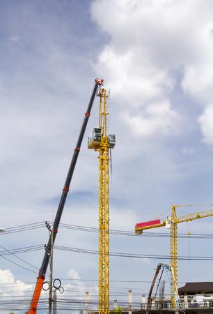grue  tour: R�glage de grue � tour en chantier