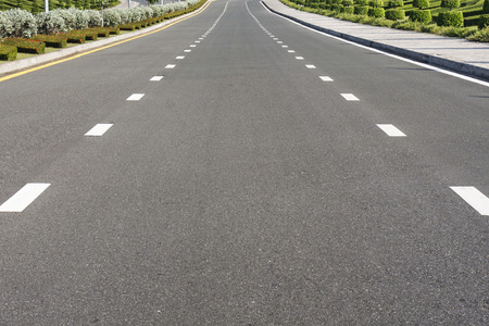 road surface: Dividing line on surface road