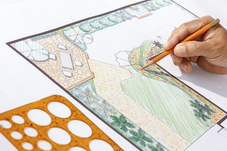 Plan de conception en forme de L de jardin, architecte-paysagiste Banque d'images