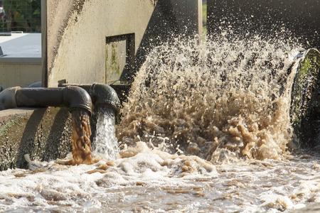 agua purificada: Planta de tratamiento de aguas residuales.