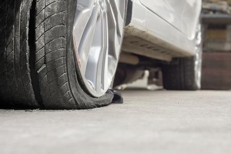 버스트 타이어 자동차