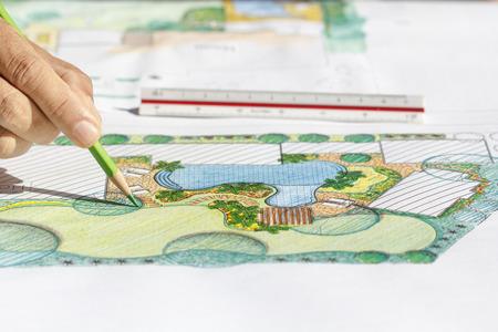 arquitecto: Paisajista plan de diseño del patio trasero de casa