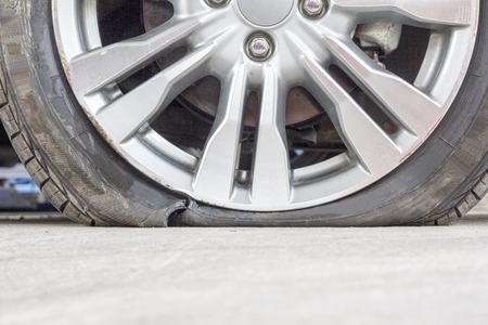 llantas: neumático de estallar Foto de archivo