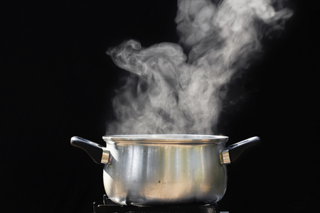 steam over cooking pot 版權商用圖片 - 49926914