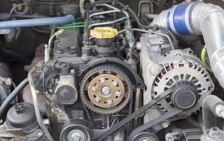 Distributieriem en nokkenastandwiel in diesel common rail motor