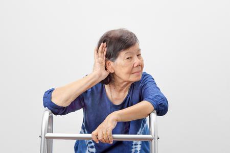 아시아 할머니의 청력 손실
