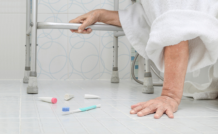Elderly woman falling in bathroom because slippery surfaces Banco de Imagens - 76461845