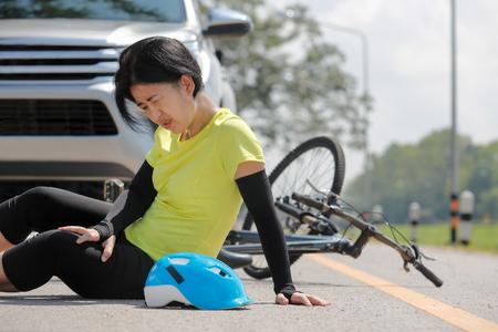 Wypadek samochodowy z rowerem na drodze Zdjęcie Seryjne