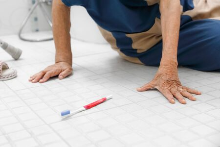 Elderly woman falling in bathroom because slippery surfaces Imagens