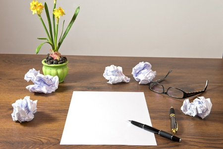 Schreibtisch mit Notizzettel