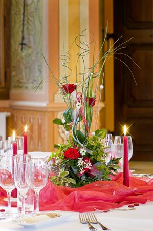 Centrepiece: Festive table setting  with floral centrepiece