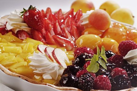 Tart with Various Kinds of Fresh Fruit Imagens