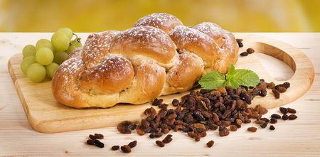 Braided süßes Brot mit Rosinen Standard-Bild