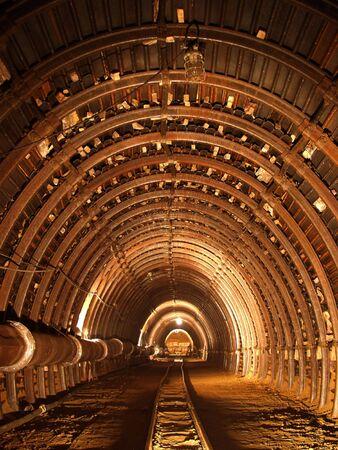 tunel: T�nel subterr�neo