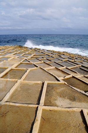 evaporacion: Los estanques de evaporaci�n de sal, Malta, Foto de archivo