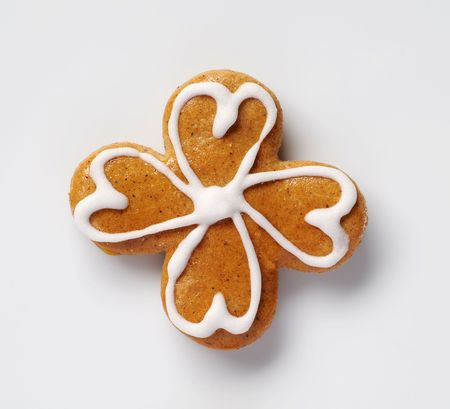 good luck: Gingerbread cookie in the shape of four leaf clover