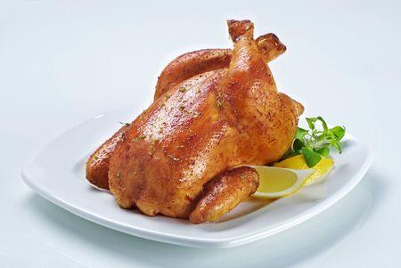 pollo arrosto: Pollo arrosto con la pelle dorata - dettaglio Archivio Fotografico
