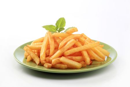 frites: Heap of French fries on a green plate