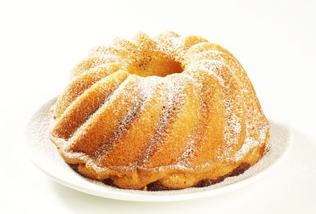 sponge cake: Marble cake sprinkled with icing sugar