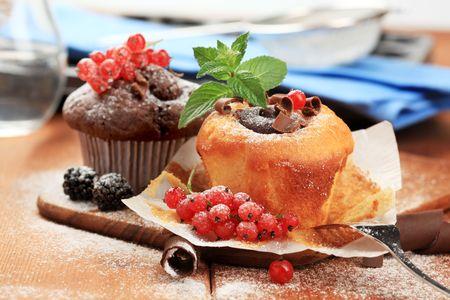 fattening: Tasty sponge cakes styled with fresh fruit