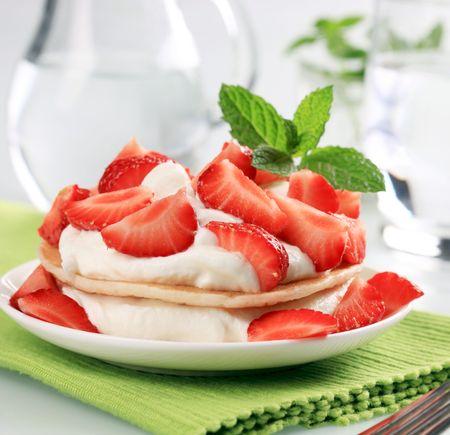 cagliata: Frittelle con ricotta e fragole fresche