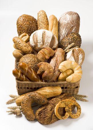 comida rica: Variedad de productos horneados en una cesta