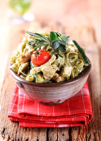 fettuccine: Spinach fettuccine with chicken meat, basil pesto and cream