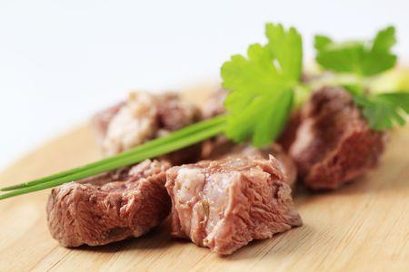 shin: Chunks of cokked shin beef meat