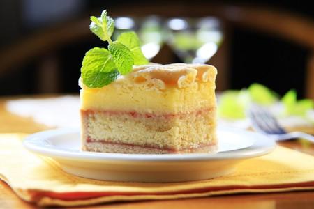 rum cake: Pezzo di torta di rum