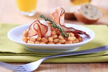 bacon baked beans: Breakfast of baked beans and bacon