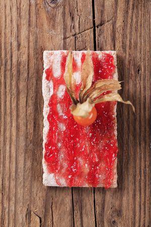 crispbread: Fetta di cracker e marmellata