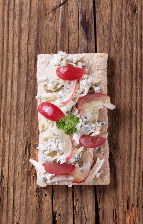 crispbread: Diffusione fetta di croccanti e formaggio blu