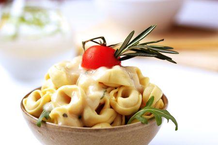 tortellini: Bowl of tortellini and cream sauce - detail