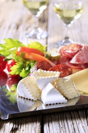 salami sausage: Tray of assorted cold cuts - detail