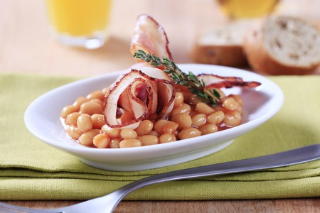 baked beans: Breakfast of baked beans and bacon Stock Photo
