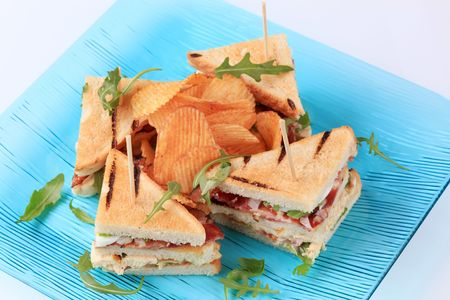 turkey bacon: Turkey and bacon sandwiches and crisps Stock Photo
