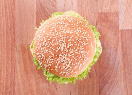 bollos: Vista a�rea de un Cheeseburger - listo para comer