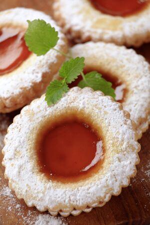 jam biscuits: Marmellata di biscotti cosparsa di zucchero - dettaglio a velo Archivio Fotografico