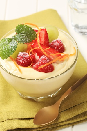 vanilla pudding: Bowl of creamy pudding topped with fresh fruit
