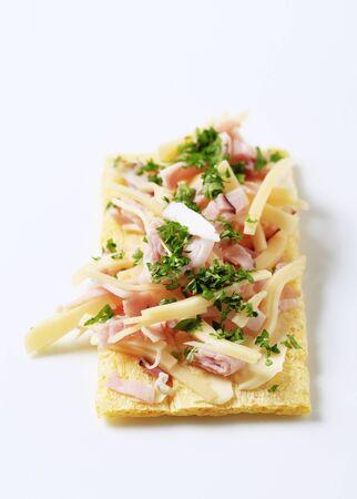 crispbread: Croccanti con prosciutto e rabbocco del formaggio - studio