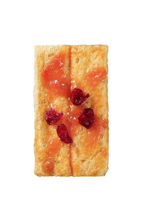 crispbread: Fette biscottate e marmellata condita con ciliege secche - in testa, tagliato su bianco