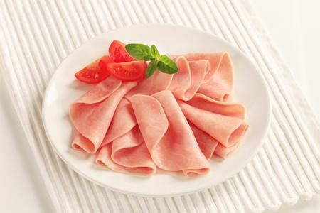 ham: Finas lonchas de jam�n en un plato Foto de archivo
