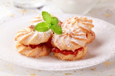 jam sandwich: Jam sandwich cookies powdered with icing sugar Stock Photo