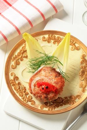 endive: Pan fried burger garnished with endive leaves