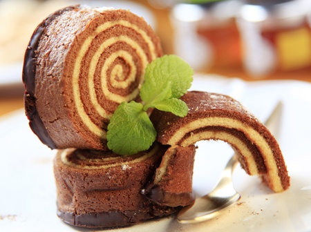 swiss roll: Slices of sponge cake roll - detail