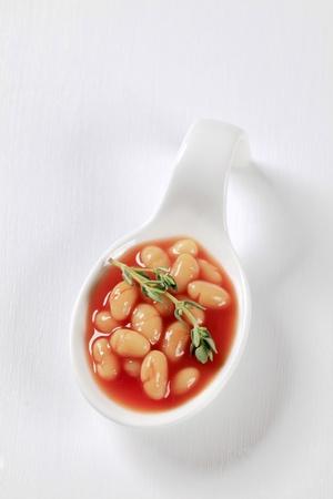 lima bean: White beans in tomato sauce