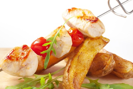 potato wedges: Chicken skewer and potato wedges - detail