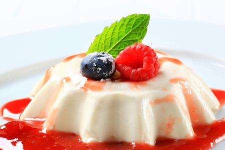 blancmange: Panna cotta with fruit coulis and wild berries