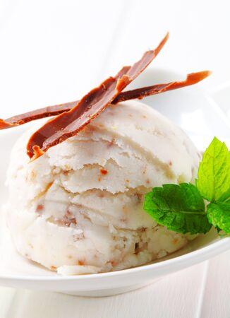 chocolate shavings: Scoop of stracciatella ice cream topped with chocolate shavings Stock Photo